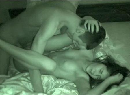 Засняли на камеру свой неопытный секс