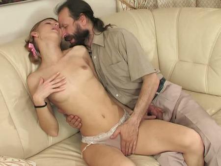Отчим нагло вдул приёмной дочке