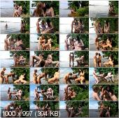 Отдых на озере с двумя подругами